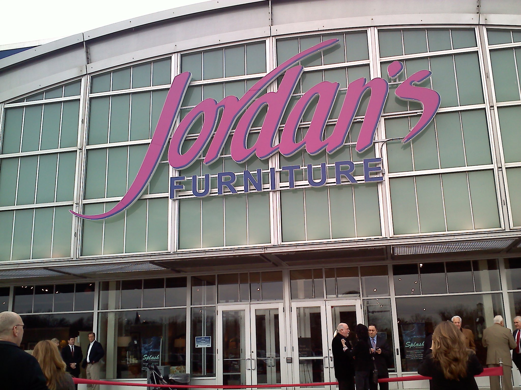 Jordan S Furniture Opens At Warwick Mall Greater Providence Chamber Of Commerce